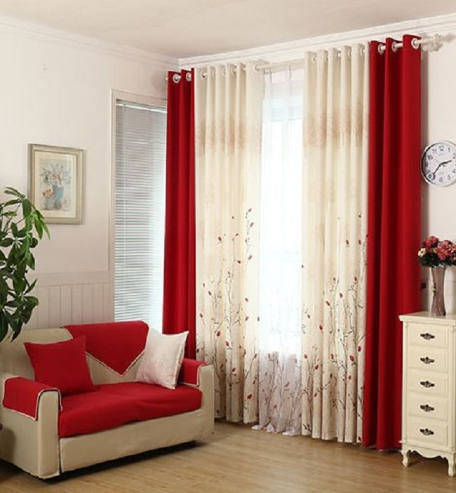Rèm cửa với 2 màu trắng - đỏ độc đáo