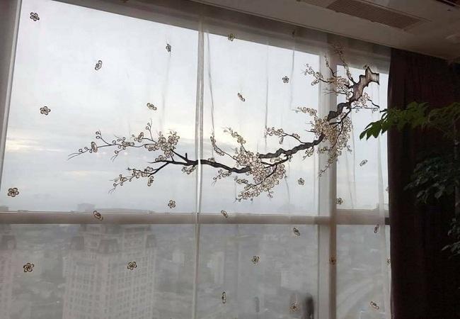 Rèm cửa phòng khách thêu họa tiết hoa đào