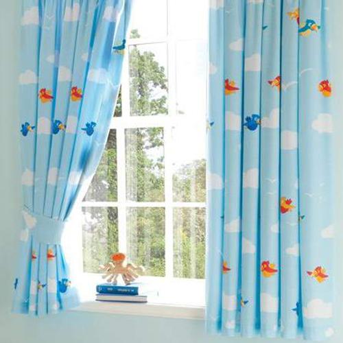 Rèm cửa sổ phòng ngủ với màu sắc trung tính