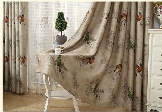 Rèm cửa họa tiết chim muông sang trọng là mẫu rèm đang rất thịnh hành. Rèm có màu sắc trầm ấm, chất vải dày