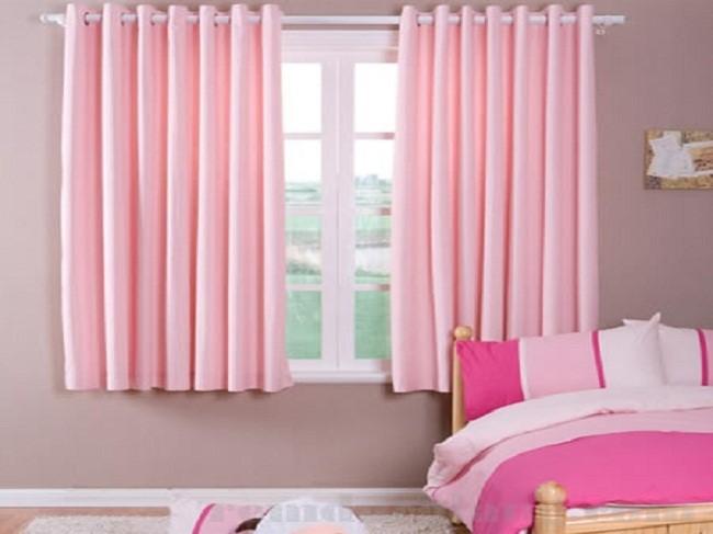 Rèm cửa sổ với màu hồng phấn