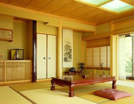 Rèm trúc kết hợp với đồ nội thất bằng gỗ, trúc