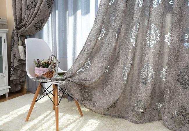 Một bộ rèm được thiết kế theo xu hướng hoài cổ
