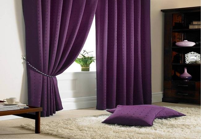 Rèm cửa sổ phòng khách chung cư màu tím cũng rất đẹp