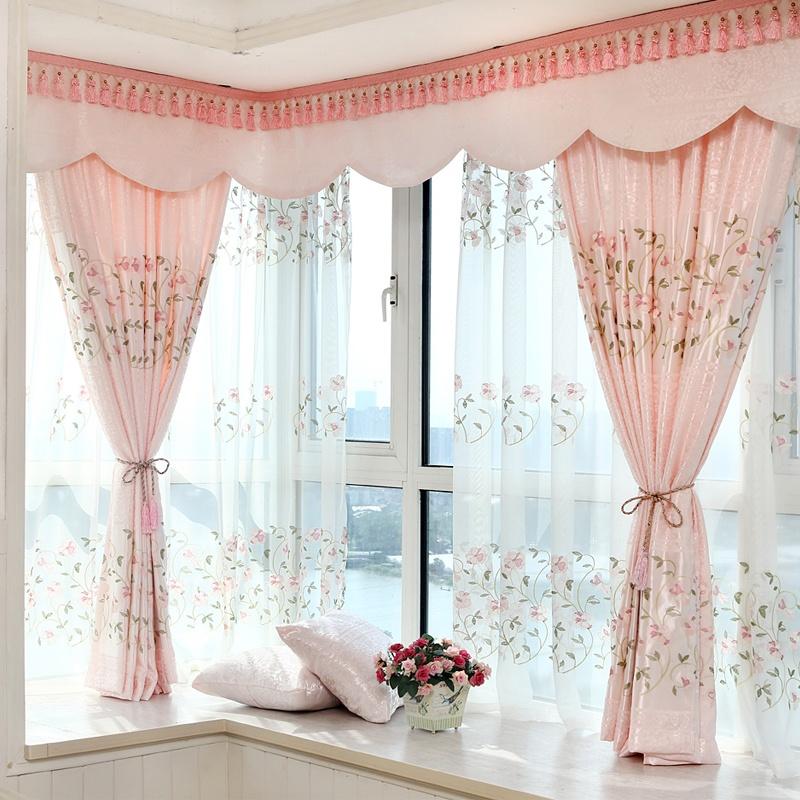 Rèm voan mỏng, hồng với thiết kế tinh tế