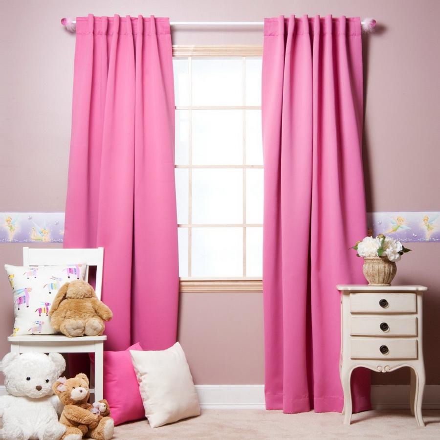 Mẫu rèm vải phòng ngủ màu hồng đầy lãng mạn, có tác dụng cản sáng tốt